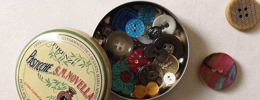 ボタンの入った缶